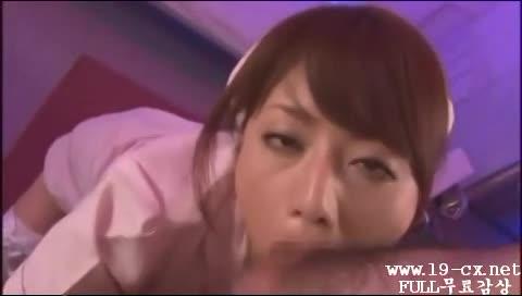 【ナース】AV女優-舌を絡めながらペニスを舐めまわす激カワ淫乱ナースの濃密フェラチオ