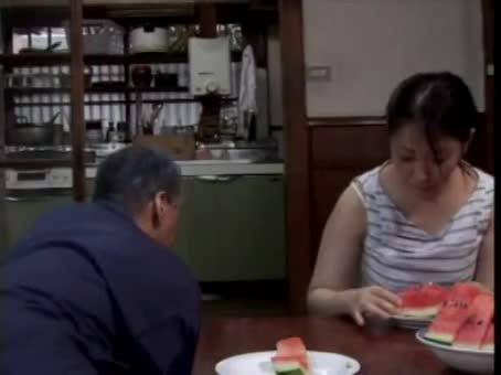 巨乳の熟女の近親相姦無料obasan動画。夫が見ていない隙に絶倫な義父との近親相姦セックスに嵌ってしまう巨乳美熟女…