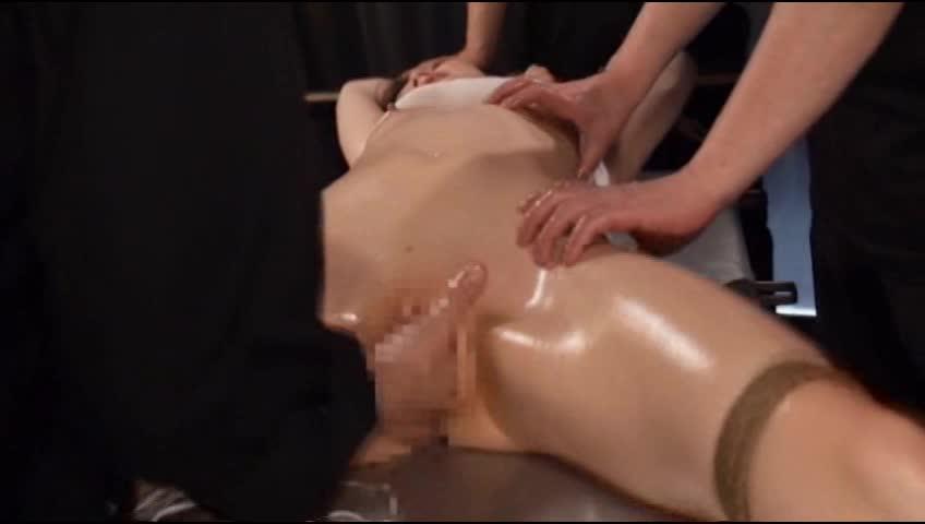 開脚拘束された美女がパイパンマンコを高速手マン責めされスレンダーボディを痙攣させて連続アクメする
